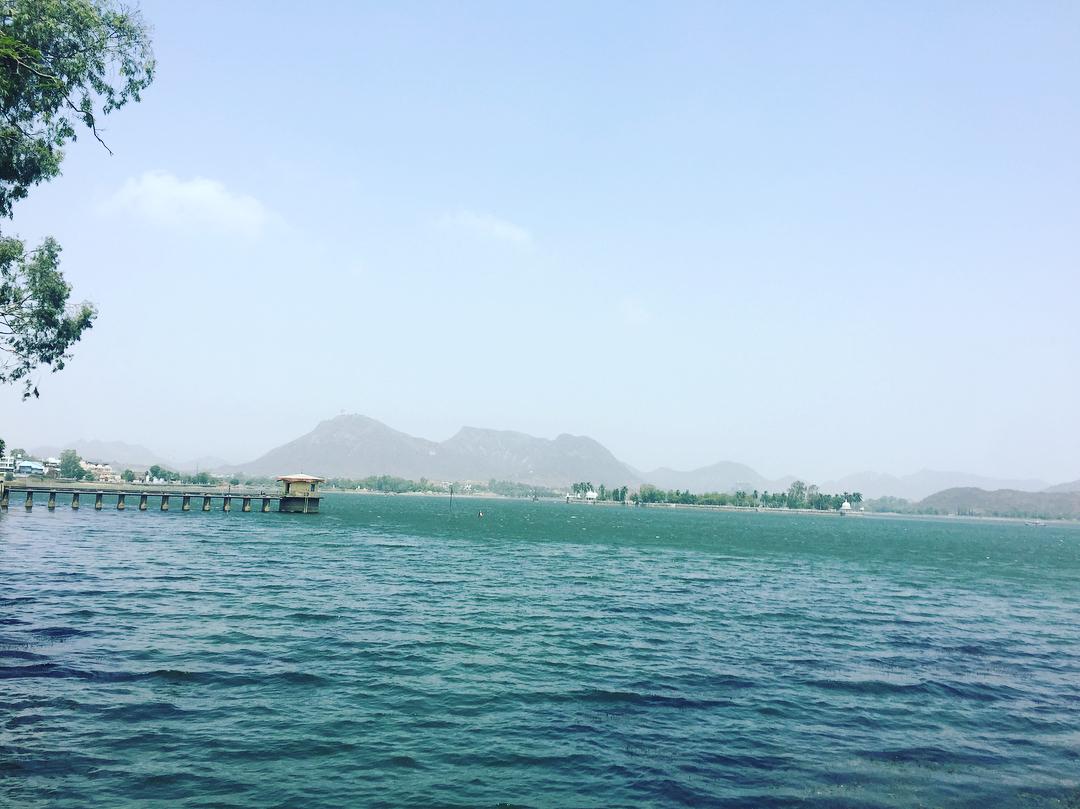 Fateh sagar, Udaipur ️ #travelwriter #travel #udaipur #rajasthantravel #instatravel #travelgram #travelblogger #wanderlust #ilovetravel #streetart…